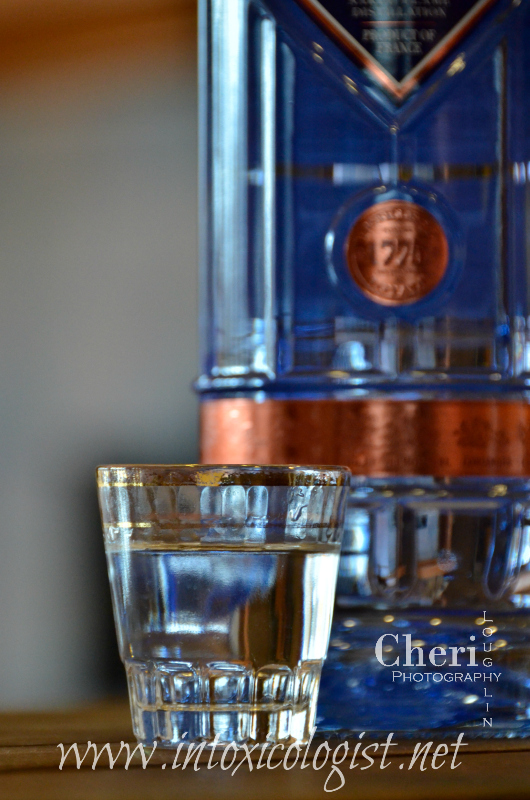 Citadelle Gin flavor is creamy smooth with light sweetness and very little burn when tasted neat. It is light on the tongue with distinct botanical flavor including a little bitterness. The small amount of bitter flavor balances nicely with the creamy sweetness.