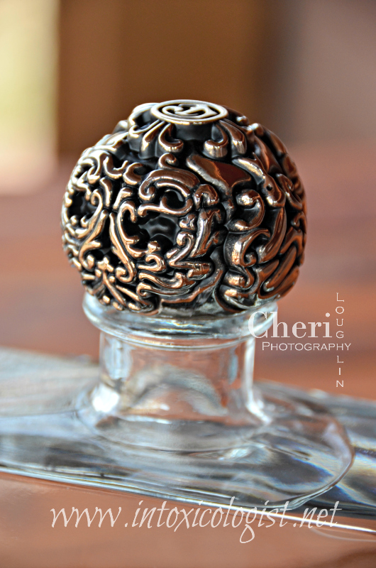 "The DeLeón Tequila website mentions that the lid is ""hand-carved by a jeweler from a one pound ball of sterling silver."""