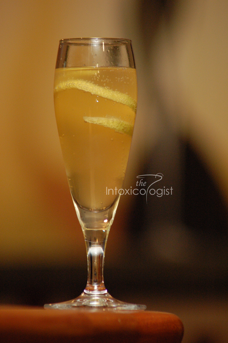 Enjoy the classic flavor of bourbon sweetened by the flavor of honey and topped with the crisp bubbles of your favorite champagne.